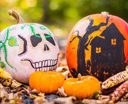 decorating-with-autumn-theme-halloween-mississauga